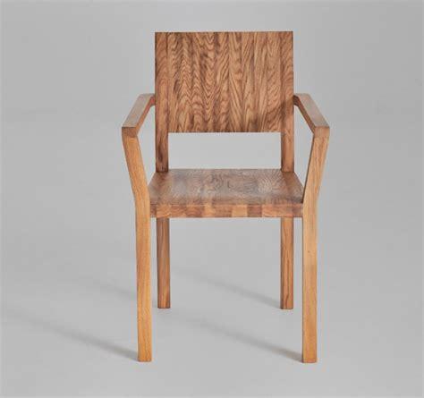 Stuhl Mit Armlehne Holz by Stuhl Tau A Mit Armlehne Aus Holz Holzdesignpur