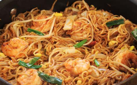 comment cuisiner des nouilles chinoises poêlée de nouilles chinoises et crevettes curry et coco