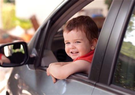 quelle siege auto pour quel age a quel âge un enfant peut il monter à l 39 avant d 39 une