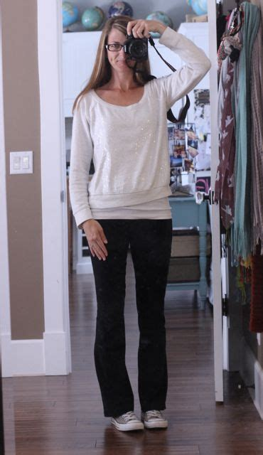 The gallery for --u0026gt; Yoga Pants Outfits For School
