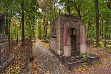 photo 1656 06 granite in novodevichye cemetery at