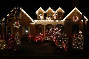 Houses With Christmas Lights by 9 Incredible Home Christmas Light Displays Goedeker S