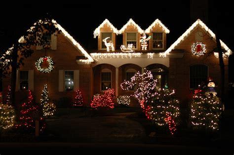 christmas lights houses near 9 incredible home christmas light displays goedeker 39 s