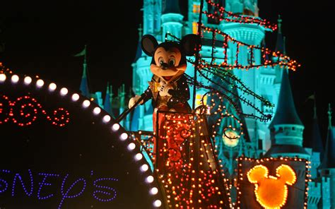 disneys main street electrical parade