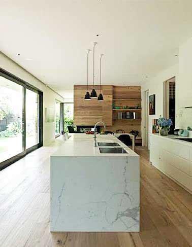 quelle couleur de mur pour une cuisine grise déco cuisine avec îlot central en marbre et parquet teck