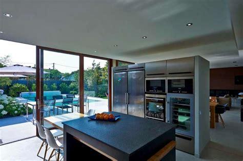 baie de cuisine rénovation et extension d une maison contemporaine à
