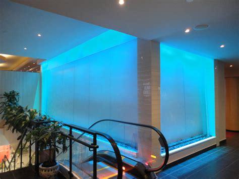 mur en verre interieur 122 construction d un mur d eau int 233 rieur sur vitre grand format 224 l h 244 tel le