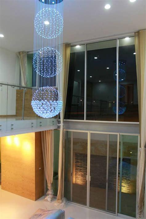 sala doble altura villas lamparas de techo decoracion