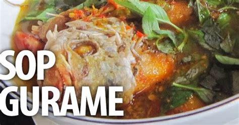 Masukkan daun kemangi dan masak sebentar. Sup Gurame | Resep Masakan Praktis Rumahan Indonesia Sederhana