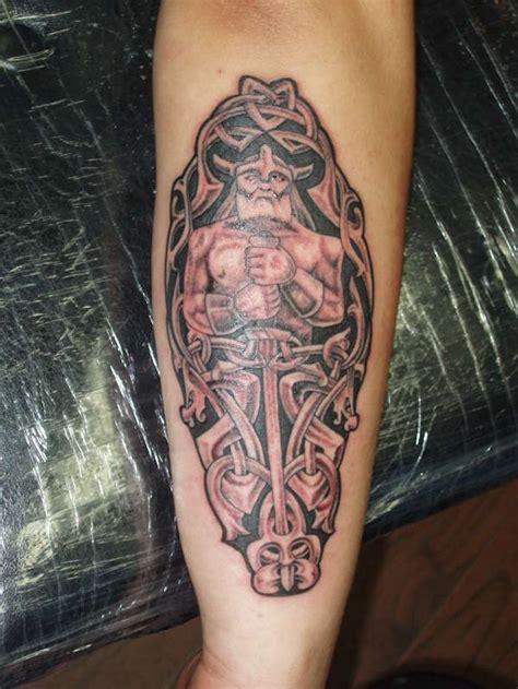wikinger unterarm die besten 25 wikinger tattoos ideen auf wikinger symbole nordisches