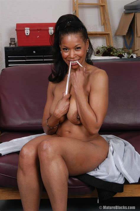 Semmie is one super fine MILF. She's one - Golden Ebony ...