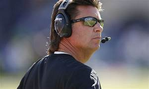 Mike Gundy accidentally got smacked by his own player ...
