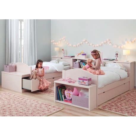 chambre pour 2 filles chambre 2 enfants avec lits et rangements haut de