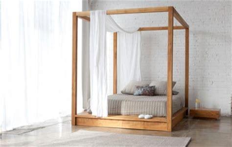 hemelse slaapkamer met houten hemelbed inrichting huiscom
