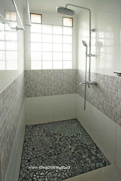 kamar mandi terang  bersih  glass block home