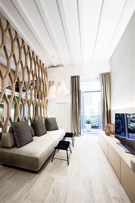 A dividing wall is used to separate rooms in this