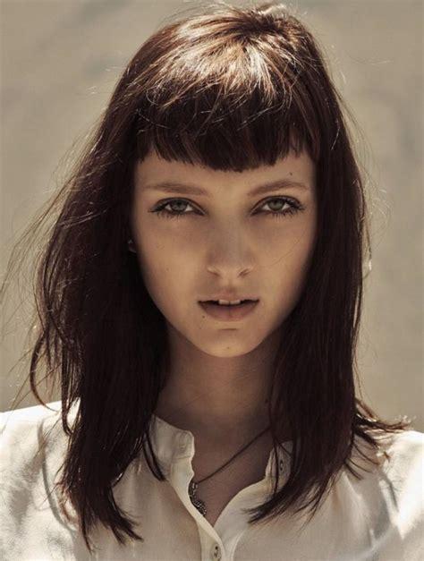 coiffure avec frange comment porter la coiffure avec frange archzine fr