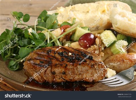 baked tuna steak baked tuna steak in balsamic and black pepper dressing stockfoto 208847725 shutterstock