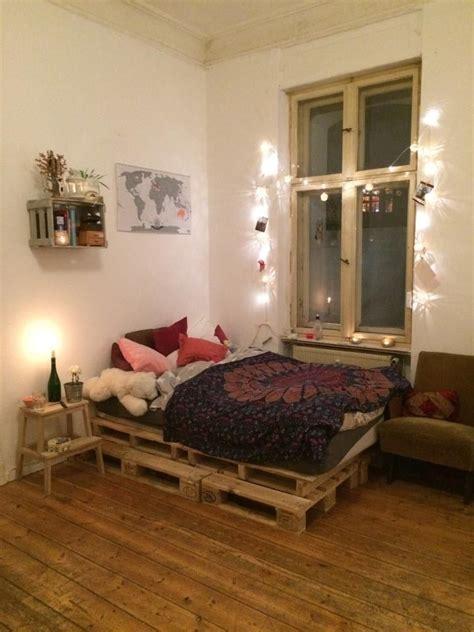 Lichterkette Im Schlafzimmer by Gem 252 Tliches Wg Zimmer Palettenbett Und Lichterkette