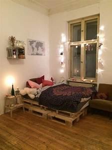 Lichterkette Im Zimmer : gem tliches wg zimmer palettenbett und lichterkette einrichtung paletten diy diym bel ~ Markanthonyermac.com Haus und Dekorationen