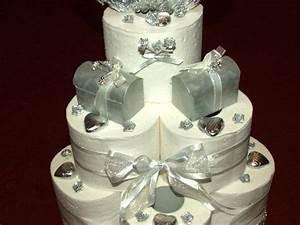 Geschenke Zur Silberhochzeit Basteln : eine torte aus toilettenpapier ein lustiges hochzeitsgeschenk ~ Frokenaadalensverden.com Haus und Dekorationen