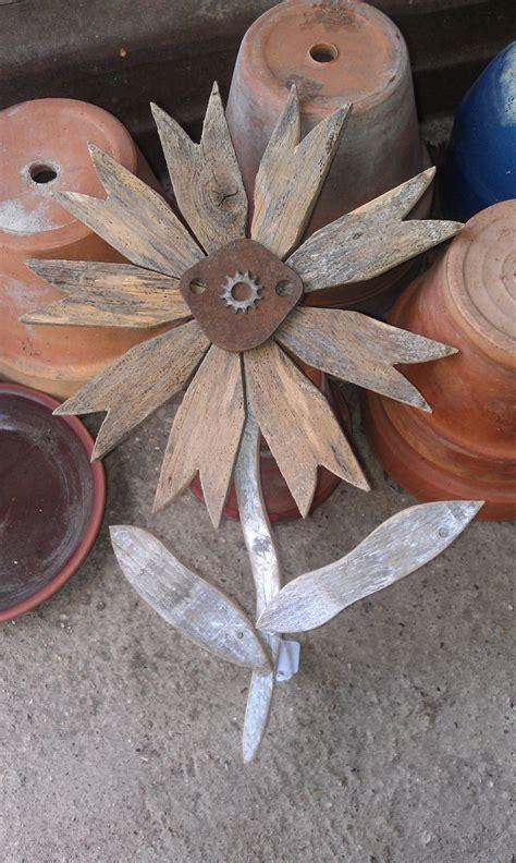 Reclaimed Wood Flower Rustic Wall Decor Rusty Metal Folk