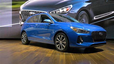 Step up to the elantra gt n line. Hyundai Elantra GT to get N-Line enhancements - Boss Auto ...