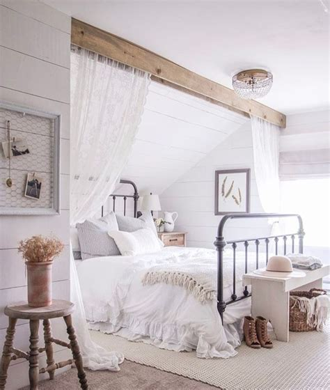 Ideas For Bedroom With Slanted Ceiling by Best 25 Slanted Ceiling Bedroom Ideas On