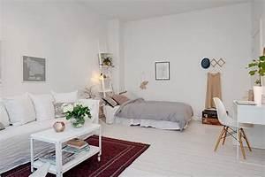 Chambre salon amenagements astucieux pour petits espaces for Tapis rouge avec canape lit kz