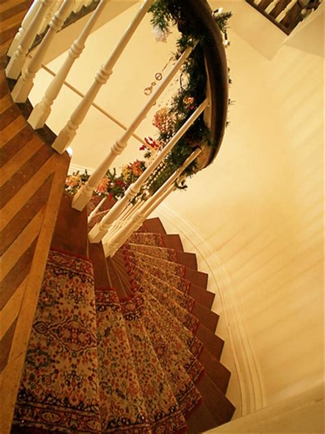 great ways  decorate  spiral staircase