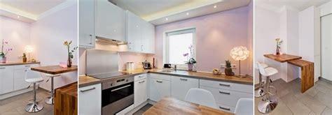 Kleine Küche Mit Essplatz Und Perfekter Beleuchtung