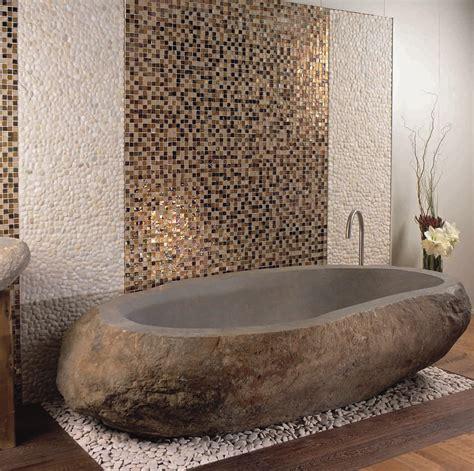 mosaique naturelle salle de bain baignoires en pierres naturelles carrelage et salle de bain la seyne var caro styl