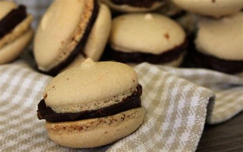 You may have noticed my increase of coffee recipes, it's because i am the biggest coffee fan ever!! Coffee and Chocolate Macarons Vegan | Food recipes, Vegan macarons, Vegan dessert recipes