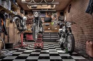 Garage Moto Paris : pin by hoarding for the ocd stricken on the candy shop pinterest men cave motorcycle garage ~ Medecine-chirurgie-esthetiques.com Avis de Voitures