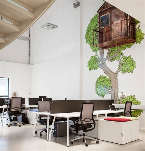 creative office space layout employing striking details to shape a creative office Creative Office Space Layout