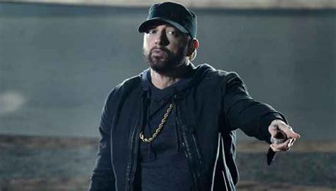 Fans think Eminem looks weird in latest interview