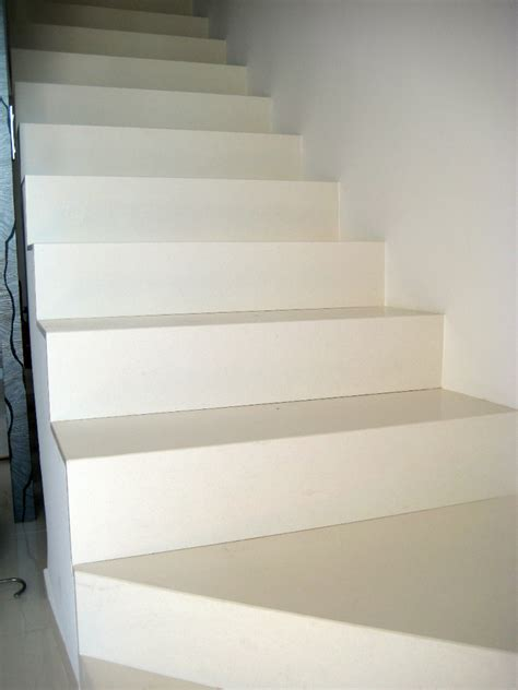 foto escalera silestone blanco zeus de marmoleria cruz