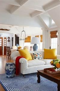 Teppich Im Wohnzimmer : blauer teppich suchen sie nach einem modernen teppich in blau ~ Frokenaadalensverden.com Haus und Dekorationen