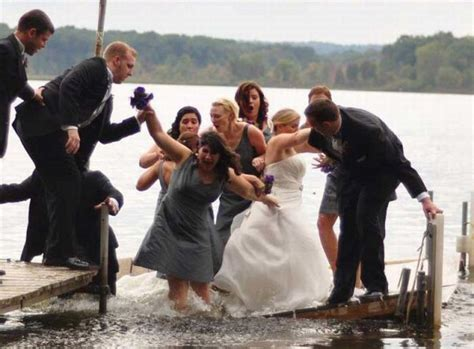 19 Hilarious Wedding Photo #fails That Are Actually