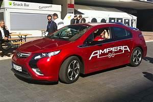Opel Ampera Commercialisation : voiture hybride rechargeable prix audi a3 sportback e tron lancement de l hybride rechargeable ~ Medecine-chirurgie-esthetiques.com Avis de Voitures