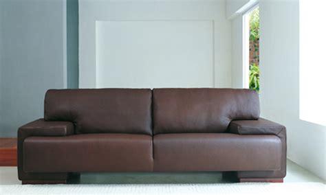 canap d angle chesterfield quel déco avec un canapé cuir chocolat canapé
