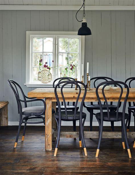 chaises bistrot bois chaise bistrot noir table bois brut salle à manger