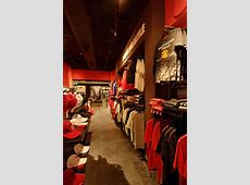 Manchester United store, Mumbai » Retail Design Blog