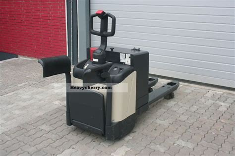 Crown Wp 2000 4 X Available 2003 Low-lift Truck Photo And