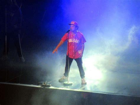 concert review bruno mars strikes gold   magic