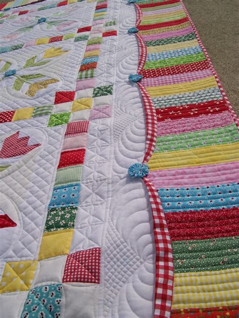 quilt border patterns this promenading tulips quilt is simply wonderful