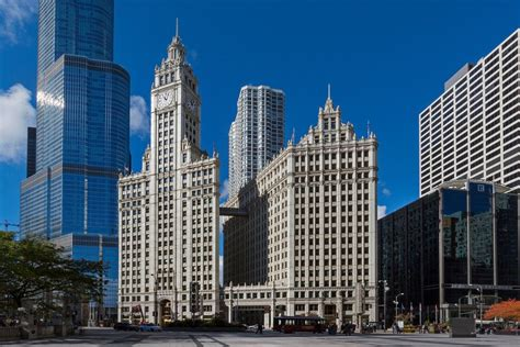 modern in chicago modern makeover for wrigley building a hallmark of chicago s skyline the new york times
