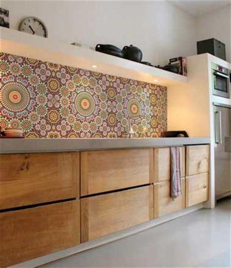 carrelage multicolore cuisine crédence de cuisine en carreaux de mosaïques multicolore