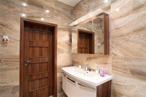 Как обустроить маленькую ванную комнату? (фото + видео