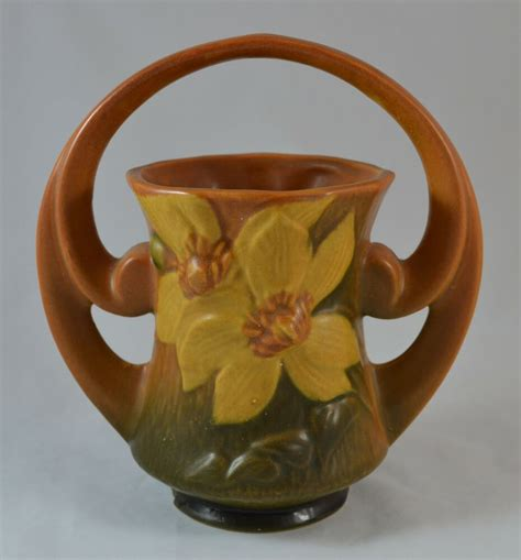 vintage roseville pottery clematis double handle   brown basket vase ebay